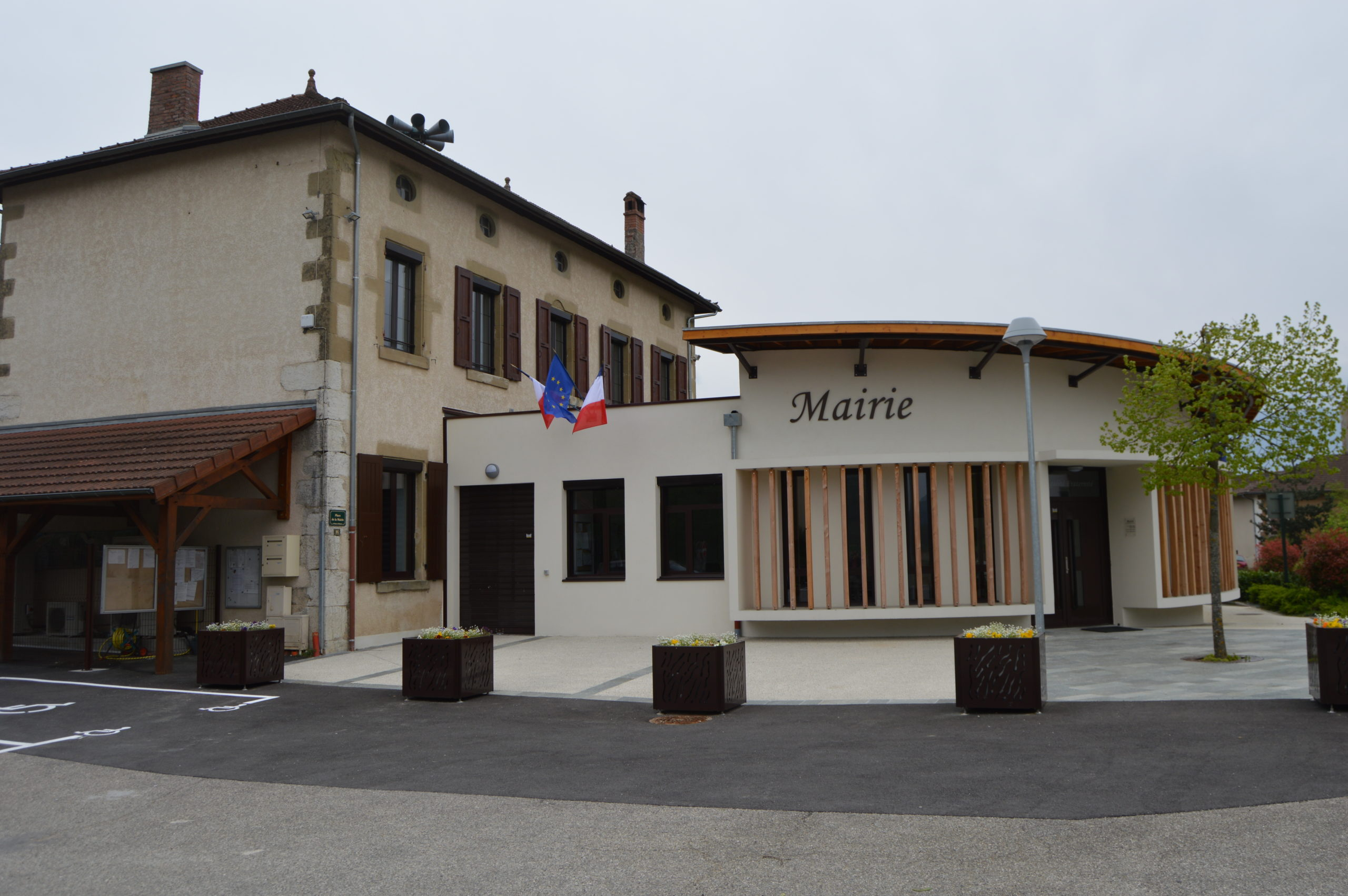 [Saint Nicolas de Macherin] - Mairie